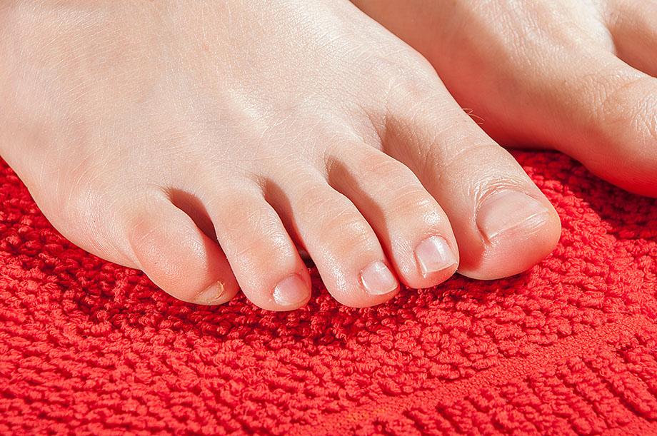 ножка с ногтями без педикюра
