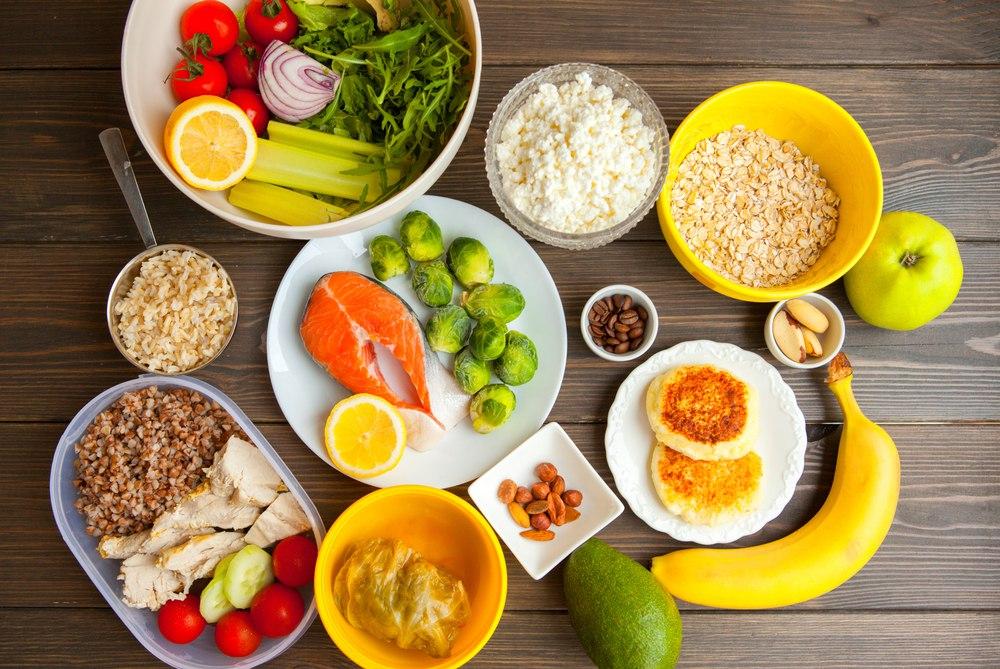 полезные продукты: авокадо, банан, каши, орехи, яблоки, рыба, курица, помидоры, лук, фассоль, огурцы и др.